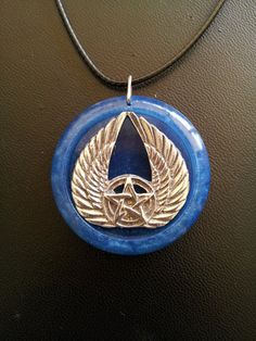 Engel Flügel und Pentagramm Kette in Blue Pearl Harz + Free Shipping Worldwide Pentagramm Schmuck, Wicca-Schmuck, Engel Schmuck