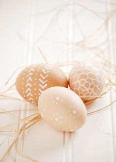 Decorating easter eggs with a white paint pen