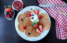 Naturlig søte og proteinrike havrepannekaker - LINDASTUHAUG Good Healthy Recipes, Healthy Snacks, Protein, Banana Recipes, Low Carb Breakfast, Meal Planning, Clean Eating, Good Food, Polenta