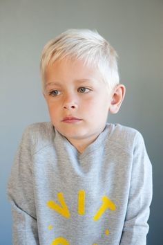 Grey fleece sweater with yellow logo flock print. Made of organic GOTS certified cotton. Boy Fashion, Fashion Photo, Fleece Sweater, Kids Wear, Kids And Parenting, 6 Years, Cute Kids, Product Launch, Unisex