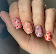 10 Creative Nail Designs for Short Nails to Create Unique Styles Nail Design Stiletto, Nail Design Glitter, Summer Gel Nails, Short Gel Nails, Manicure For Short Nails, Blush Nails, Cute Short Nails, Fruit Nail Designs, Short Nail Designs
