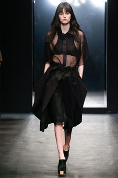Vera Wang Spring 2016 Ready-to-Wear Fashion Show - Binx Walton