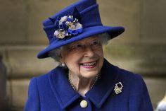 Queen Elizabeth trägt eine Brosche ihrer Großmutter. Mehr erfahren. Queen Mary, Queen Elizabeth Ii, Jean Jacques Goldman, Royal British Legion, Jenifer, Patent Loafers, Elisabeth, Westminster Abbey, Prince Albert