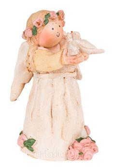 """""""Jeg er juni måneds engel. Jeg slipper kærligheden fri og lader den forenes."""" En rigtig kærlighedsengel med lyserøde roser og hvide duer i hænderne. Stemplet med det originale Annakabouke stempel. Højde: 9 cm. Materiale: Polysten. Englen leveres i æske udformet som en dagbog, der lukkes med silkebånd."""