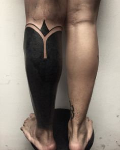 Look at that bold leg. | 15 Striking Blackout Tattoos That Almost Look Unreal