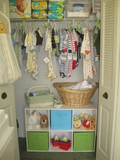 Nursery closet organization Like the 6 shelves and baskets at the bottom of the closet