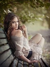 Senior Picture Posing Ideas- look over shoulder while siting on bench