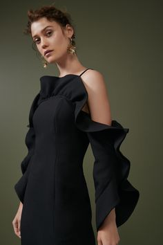 Keepsake Messages Gown In Black Elegant Dresses, Cute Dresses, Short Dresses, Formal Dresses, Classy Work Outfits, Classy Dress, Look Fashion, Fashion Details, Fashion Design