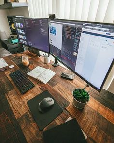 What a sweet dual-monitor setup! Also, is this desktop recycled wood? What a be… What a sweet dual monitor setup! So, is this desktop recycled wood ? Cool Office Desk, Computer Desk Setup, Gaming Room Setup, Home Office Setup, Small Office, Home Office Design, Office Designs, Office Ideas, Gaming Computer