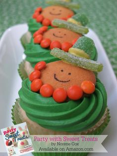 Leprechaun Cookie Cupcakes, the best ideas for St. Patrick's Day recipes, st patricks day treats Leprechaun Cookie Cupcakes, the best ideas for St. St Patricks Day Cupcake, St Patricks Day Food, Saint Patricks, Holiday Treats, Holiday Recipes, Holiday Cakes, Cookies Cupcake, Yummy Cupcakes, St Patrick Day Treats