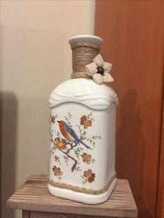 Turn your own area desk design lamp making use of an upcycled lilac flask. Glass Bottle Crafts, Wine Bottle Art, Diy Bottle, Bottles And Jars, Glass Bottles, Decoupage Jars, Images Gif, Jar Art, Altered Bottles