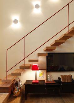 O charme dessa casa está nos objetos e lembranças dispostos por todos os cantos. Veja: http://www.casadevalentina.com.br/projetos/detalhes/um-projeto-do-coracao-615 #decor #decoracao #interior #design #casa #home #house #idea #ideia #detalhes #details #style #estilo #casadevalentina #classic #classico