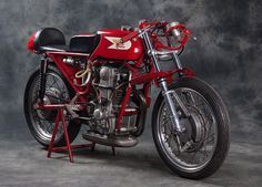 The Moto Morini 250 GP and Giacomo Agostini: destined to win - Italian Ways Red Motorcycle, Motorcycle Engine, Motorcycle Design, Classic Motorcycle, Vintage Bikes, Vintage Motorcycles, Vintage Cars, Triumph Motorcycles, Cars And Motorcycles