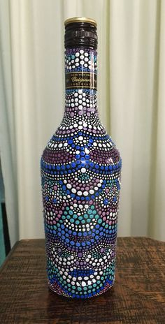 Handmade decorated bottle. Puntillismo. Dot by dot. DIY. @yanaed