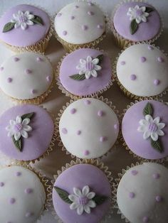 Pastel colored Cupcakes | Cupcakes Flores en lila - cupcakes