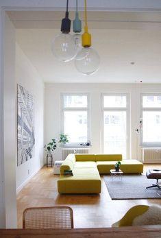Hereinspaziert! 10 neue Wohungseinblicke auf SoLebIch | SoLebIch.de  Foto: honsebabs   #solebich #wohnzimmer #ideen #skandinavisch #Möbel #Einrichten #modernes #wandgestaltung #farben #holz #dekoration #Wohnideen #Einrichtung #interior #interiorideas #livingroom   #gelb #sofa
