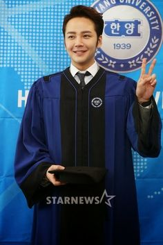 Posted by: The Eels Family Offiial Bulletin 2-21-14, [Media Photos-1] Jang Keun Suk's Graduation Day, 02-20-14, [TEF Note: Before anything else, we would like to express our utmost happiness to another life-changing achievement of our dearest Prince, Jang Keun Suk! Today marks the closure and opening of another chapter of his  cr: star.mt.co.kr cr: osen,-vt-  http://twitter.com/#!/theeelsfamily ,  http://www.facebook.com/theeelsfamily ,  Labels: graduation, jang keun suk, korean media, photo