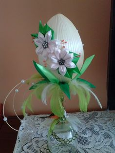 Easter Projects, Easter Crafts, Projects To Try, Diy And Crafts, Arts And Crafts, Quilted Ornaments, Egg Art, Egg Decorating, Fabric Flowers