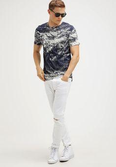 Kleding Jack & Jones JJORPAINT SLIM FIT - T-shirt print - navy blazer  Donkerblauw: € 17,95 Bij Zalando (op 8-4-17). Gratis bezorging & retournering, snelle levering en veilig betalen!