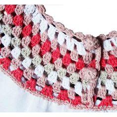 Vestido para niña blanco con cuello de crochet de colores