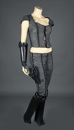FARSCAPE (1999) & FARSCAPE: THE PEACEKEEPER WARS (2004) - Chiana's (Gigi Edgley) Costume - Price Estimate: £3000 - $4000