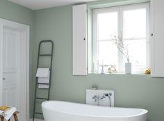Alpina Feine Farben No. 12 – Sanfter Morgentau. Hierzu passen besonders schön Kombinationen mit Nuancen von Weiß, Rosé oder anderen graugrünen Farbtönen.
