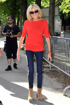 Potential future First Lady of France Brigitte Macron, wife of Emmanuel Macron, is a bona fide style star. Here, we chart her best fashion moments as they happen. Fashion Cover, 50 Fashion, Star Fashion, Paris Fashion, Fashion Weeks, Orange Jeans, Burnt Orange Dress, Orange T Shirts, Style Couture