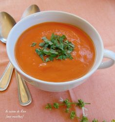 Le velouté froid carottes-orange de Rosa du blog « La cuisine de Rosa » inspiré du blog La cuisine gourmande de Carmencita Thai Red Curry, Orange, Ethnic Recipes, Blog, Carrots, Greedy People, Recipe