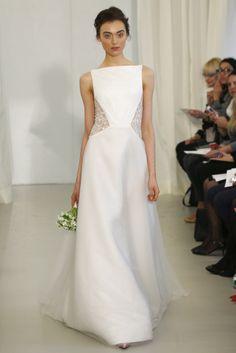 El detalle del encaje en los laterales del vestido de novia me encantan · Ángel Sánchez (SS 2014) #weddingdresses #NYBW
