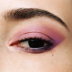 Smocky Eyes Rose Lipstick Guide, Beauty Shoot, Creative Makeup, Makeup Inspiration, Pink Roses, Body Art, Makeup Looks, Eye Makeup, Make Up