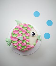 Scales, tails and delicious buttercream! This fish birthday cake will be the daily catch at your next party. Fun for kids for an ocean themed bash or for the fisherman in your life, this is one fish dish no one will turn down. Learn how to create the coolest fish cake here!