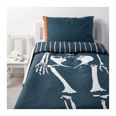 IKEA Deutschland   BENRANGEL wurde aus einer Jury aus Kindern - unseren kritischsten Kunden gewählt. Das Skelettmuster ist eins davon. Bettwäsche aus nachhaltig angebauter Baumwolle.
