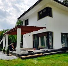 Nowoczesne zadaszenie tarasu / Zakład Stolarski Poznań Pergola Patio, Porch, Living Room, Outdoor Decor, House, Bulgaria, Home Decor, Garden, Home Layouts