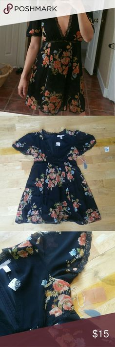 Final Price ♡ F21 Floral Lace Dress NWT Size large new with tags Forever 21 Dresses