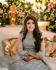 Tips For Planning The Perfect Wedding Day – Divine Bridal Asian Wedding Dress Pakistani, Pakistani Bridal Hairstyles, Indian Bride Dresses, Bridal Hairstyle Indian Wedding, Hairstyles For Gowns, Pakistani Bridal Makeup, Indian Bridal Outfits, Wedding Dresses For Girls, Engagement Dress For Bride