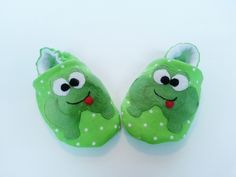 Frog Booties Green Slippers Cotton Baby Booties Lined Children's Shoes Baby Shower Baby Gift Newborn Soft Sole Baby Shoes Crib shoe by Cuddlythreads on Etsy @ https://www.etsy.com/shop/Cuddlythreads