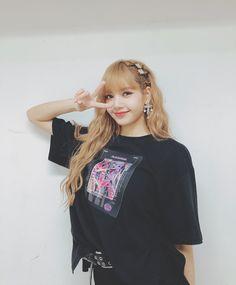 Lisa Blackpink [lalalalisa_m] Blackpink Lisa, Jennie Blackpink, Lisa Chan, Kpop Girl Groups, Korean Girl Groups, Kpop Girls, Jenny Kim, Blackpink Icons, Lisa Blackpink Wallpaper