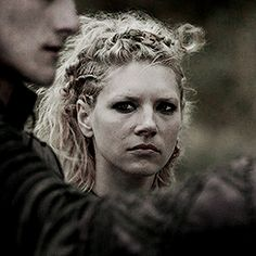 Even in one of her toughest moments…Lagertha remains composed.
