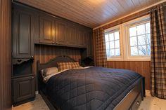 Bilderesultat for skap over seng hytte Mountain Cottage, Cabin, Bedroom, Inspiration, Furniture, Home Decor, Kids, House Decorations, Home