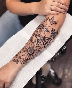 Henna Inspired Tattoos, Boho Tattoos, Mini Tattoos, Body Art Tattoos, Tatoos, Half Sleeve Tattoos Forearm, Tattoos For Women Half Sleeve, Quarter Sleeve Tattoos, Tattoo Forearm