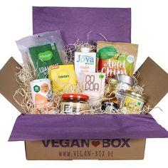 This box includes 10 vegan products for everyday. Every month there are new products, so you can easily get to know new brands. The package is sustainable! Vegan Box, Surprise Box, Gift Wrapping, Packaging, Canning, Html, Bling, Wels