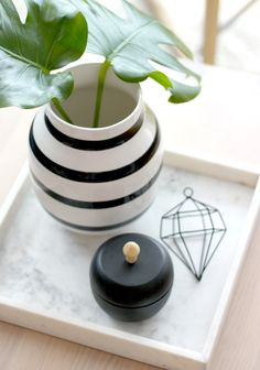 Details - marble, diamond, Kahler and black! Marble, Vase, Diamond, Black, Home Decor, Blogging, Homemade Home Decor, Decoration Home, Black People