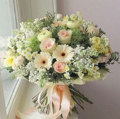 Shades of peach and lemon are so pretty! Beautiful Bouquet Of Flowers, Beautiful Flower Arrangements, Floral Arrangements, Beautiful Flowers, Send Flowers, Bunch Of Flowers, Fresh Flowers, Deco Floral, Arte Floral
