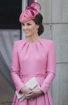 Kate Middleton Style & Fashion: The Duchess of Cambridge's Dresses Trooping The Colour, Style Kate Middleton, William Y Kate, Eugenie Wedding, Royals, Princesse Kate Middleton, Marchesa Gowns, Style Royal, Prinz William