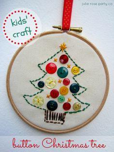 button christmas tree - kids' christmas crafts @julierosepartyco