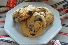Πεντανόστιμα ελιόψωμα, που γίνονται εύκολα και γρήγορα. πώς να τα φτιάξουμε: Βάζουμε σε αντικολλητικό τηγάνι 4 κ.σ ελαιόλαδο και σοτάρουμε το κρεμμύδι μέχρι να χρυσίσει.Αφήνουμε στην άκρη να κρυώσε… Muffin, Cakes, Breakfast, Food, Morning Coffee, Scan Bran Cake, Kuchen, Muffins, Pastries