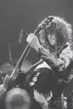 Jimmy Page in action - will someone invent that damned time machine already?!?!