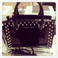 21e540de2ac2da Michael kors black bag #Handbagsmichaelkors #michaelkorsblackbag Michael  Kors Gifts, Michael Kors Selma,