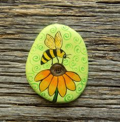 Bee On Flower Painted Rock, Decorative Accent Stone, Paperweight by HeartandSoulbyDeb on Etsy Turtle Painting, Butterfly Painting, Pebble Painting, Pebble Art, Stone Painting, Paint Pens For Rocks, Painted Rocks Craft, Hand Painted Rocks, Turtle Painted Rocks