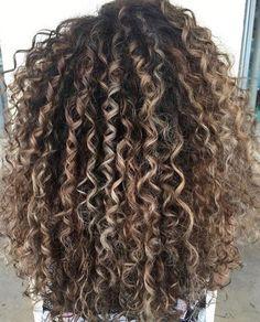 Balayage mane interest click image to see more. chikako mcmaster · balayage for curly hair Afro Hair Blonde, Curly Balayage Hair, Dyed Curly Hair, Curly Hair Styles, Colored Curly Hair, Curly Hair Care, Long Curly Hair, Natural Hair Styles, Natural Curls